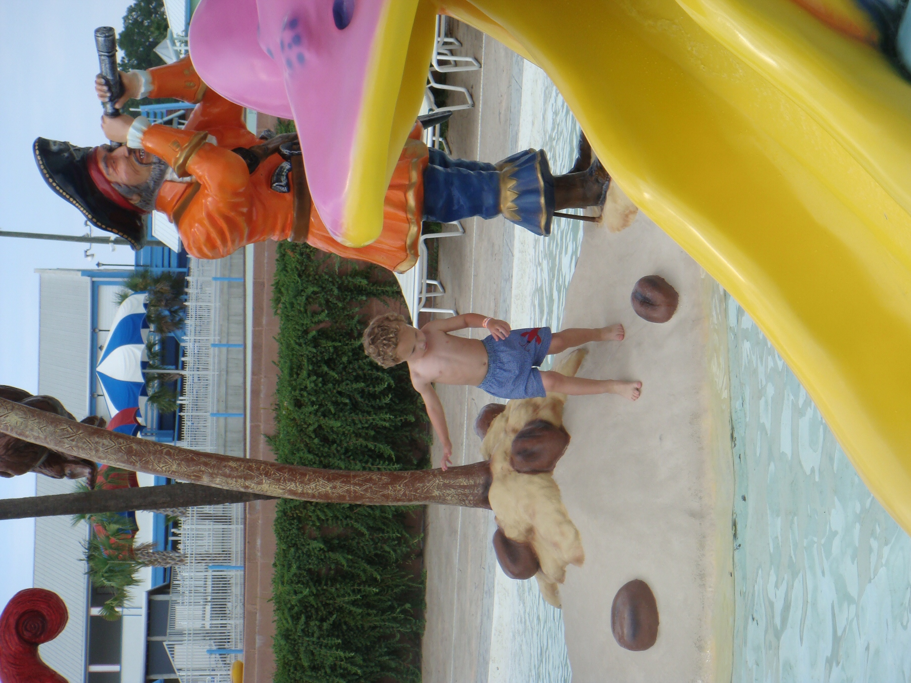 kid playing in water park