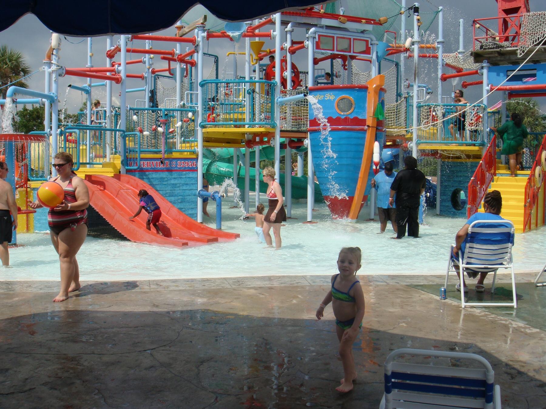 kids enjoying water park
